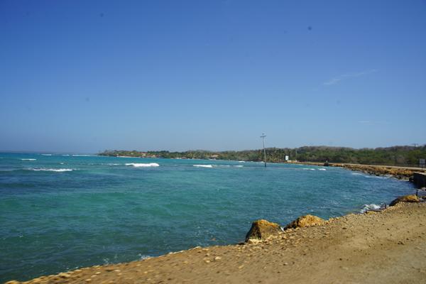 Barú Grande Beach House está a 55 minutos de Cartagena de Indias por mar y 50 minutos por tierra del centro Histórico. La vía de acceso Cartagena, Pasacaballos, Barú, de acceso directo al predio, estará totalmente asfaltada en 2-4 meses.